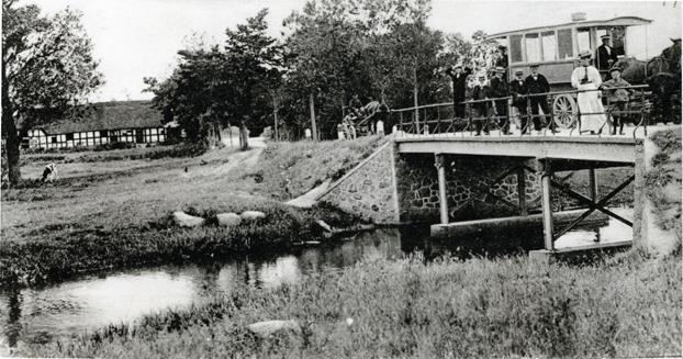 """Den lille vogn """"Hønen"""" som kørte med passagerer frem og tilbage mellem Randers og Fladbro Skov."""